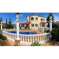 ocasion villa de lujo con piscina y parking y trastero y jardines