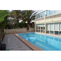 ocasion villa de lujo con piscina y garaje para varios coches y vistas al mar