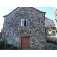 Se vende o cambia casa típica gallega restaurada de piedra. Zona A Cañiza